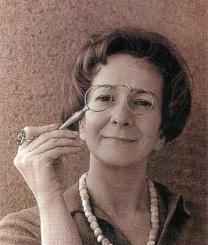 Szymborska in un ritratto da giovane