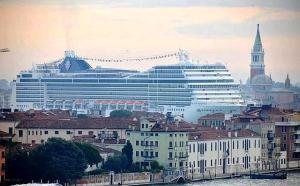 Grande nave Foto Pattaro/Vision