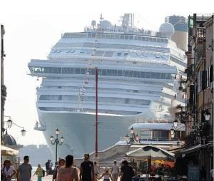Grande nave a Venezia