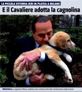 Berlusconi abbraccia la cagnolina Vittoria