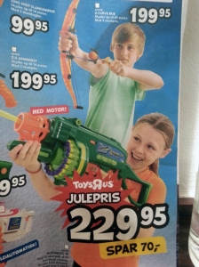 Bimba con mitragliatrice, bimbo con arco